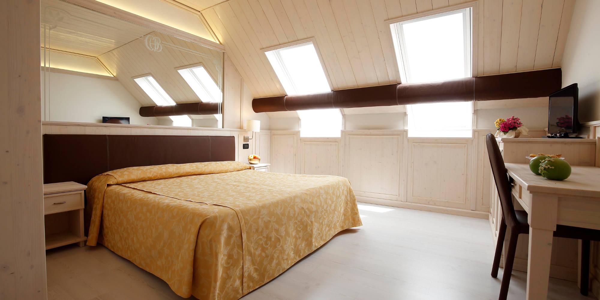 Camera da letto croce bianca hotel asiago asiagoneve - Camera da letto laccata bianca ...